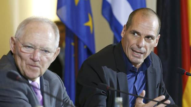 Greek Finance Minister Yanis Varoufakis and German Finance Minister Wolfgang Schaeuble (L) address a news conference following talks at the finance ministry in Berlin February 5, 2015.